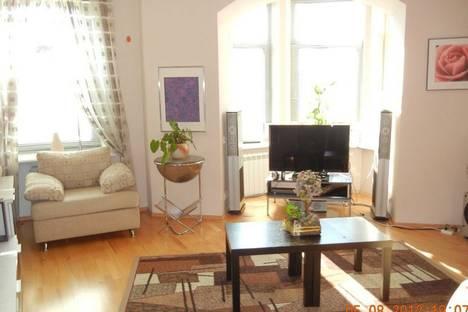Сдается 4-комнатная квартира посуточнов Санкт-Петербурге, ул. Кропоткина, 19.