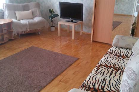 Сдается 2-комнатная квартира посуточно в Екатеринбурге, Родонитовая ул., 12.