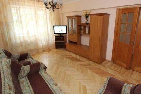 Сдается 3-комнатная квартира посуточно в Алматы, Молдагуловой улица, д. 45.