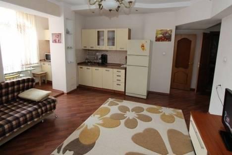 Сдается 1-комнатная квартира посуточно в Алматы, Самал-1 микрорайон, д. 18.