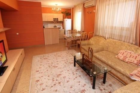 Сдается 2-комнатная квартира посуточно в Алматы, Самал 1 микрорайон, д. 19.