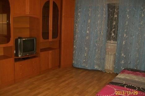 Сдается 1-комнатная квартира посуточно, Югорская 11.
