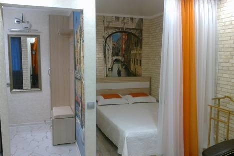 Сдается 1-комнатная квартира посуточно в Севастополе, проспект Октябрьской Революции, 43.