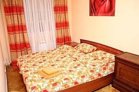 Сдается 2-комнатная квартира посуточно в Киеве, пер. Михайловский 7.