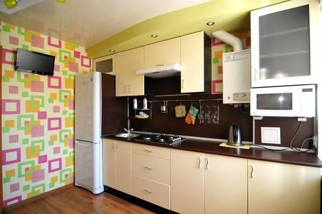 Сдается 1-комнатная квартира посуточно в Ухте, проспект Космонавтов, 7.