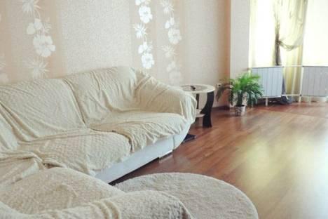 Сдается 1-комнатная квартира посуточнов Серове, Луначарского 100.