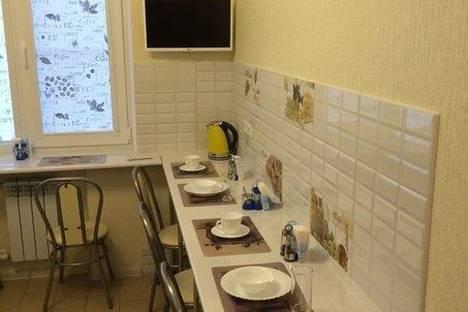 Сдается 4-комнатная квартира посуточно в Туле, ул. Академика Обручева, 1/6.