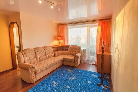Сдается 1-комнатная квартира посуточно в Нижнем Тагиле, ул. Горошникова, 70.
