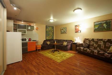 Сдается 1-комнатная квартира посуточнов Санкт-Петербурге, Ул Броницкая 12.