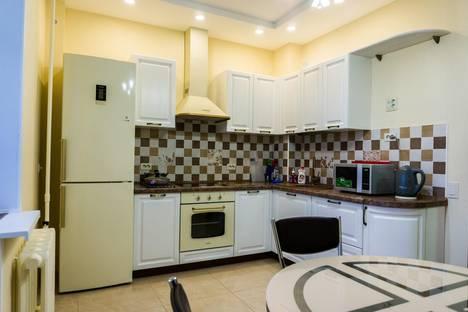 Сдается 2-комнатная квартира посуточно в Кирове, ул. Орловская, 4.