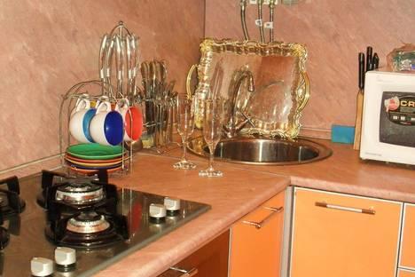 Сдается 3-комнатная квартира посуточно, Карпинского 1.