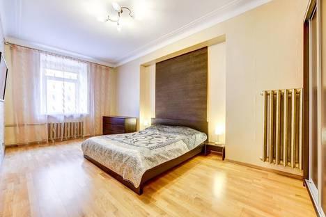 Сдается 3-комнатная квартира посуточно в Санкт-Петербурге, ул. Захарьевская, 27.