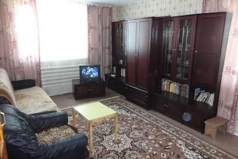 Сдается 4-комнатная квартира посуточно в Яровом, квартал А, дом 6.