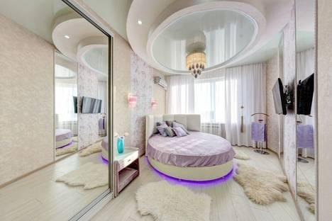 Сдается 2-комнатная квартира посуточнов Челябинске, ул. Братьев Кашириных, 34.