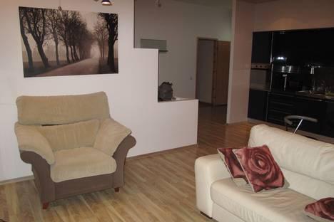 Сдается 3-комнатная квартира посуточнов Санкт-Петербурге, ул. Мичуринская, 7.