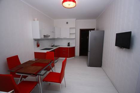 Сдается 1-комнатная квартира посуточнов Тюмени, ул. Прокопия Артамонова, 8.
