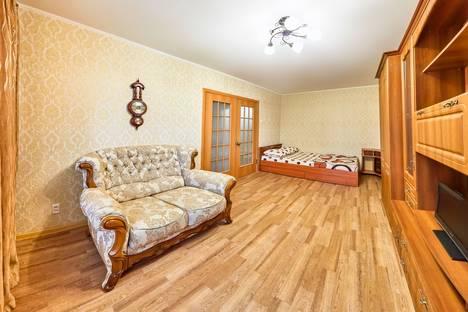 Сдается 1-комнатная квартира посуточно в Кургане, ул. Станционная, 36.