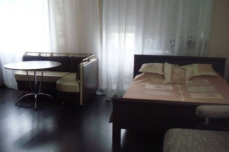 Сдается 1-комнатная квартира посуточнов Омске, Серова 8Б.