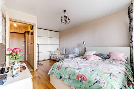 Сдается 1-комнатная квартира посуточно в Санкт-Петербурге, Новоизмайловский просп.д 69.