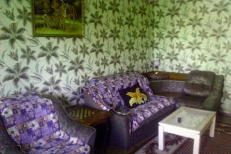 Сдается 2-комнатная квартира посуточно в Бийске, ул. Мухачева, 266.