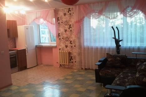 Сдается 2-комнатная квартира посуточнов Омске, ул. Иртышская Набережная, 20.