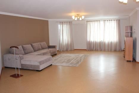 Сдается 3-комнатная квартира посуточно в Тюмени, ул. Шиллера, 34/1.