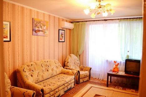 Сдается 3-комнатная квартира посуточно в Ильичёвске, Ленина 26.