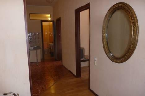 Сдается 4-комнатная квартира посуточно в Самаре, ул. Степана Разина, 94.