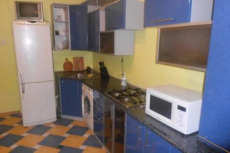 Сдается 3-комнатная квартира посуточно в Ильичёвске, парковая 34в.