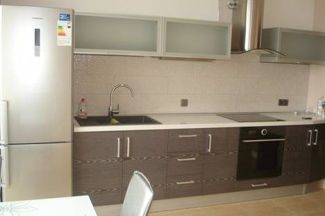 Сдается 2-комнатная квартира посуточно в Ильичёвске, пер. Хантадзе 4.