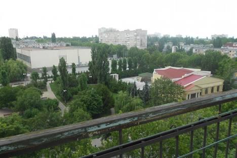 Сдается 1-комнатная квартира посуточно в Ильичёвске, 1мая 5.