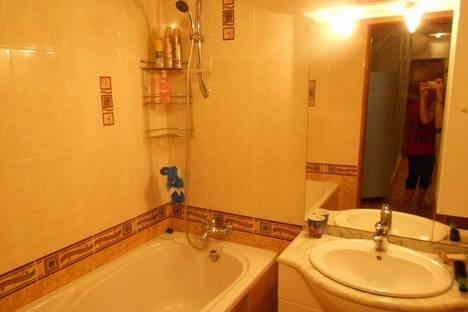 Сдается 3-комнатная квартира посуточно в Ильичёвске, данченко 6.