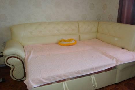 Сдается 2-комнатная квартира посуточно в Ильичёвске, Александрийская 18а.