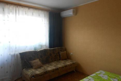 Сдается 2-комнатная квартира посуточно в Ильичёвске, парковая 36.
