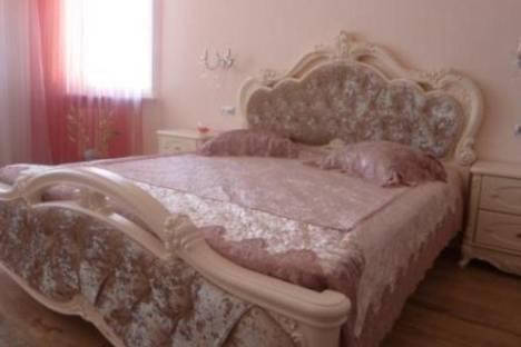 Сдается 2-комнатная квартира посуточнов Ильичёвске, Переулок Хантадзе, 4.