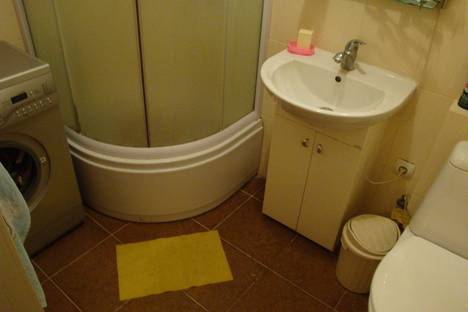 Сдается 1-комнатная квартира посуточно в Ильичёвске, Парковая 18.