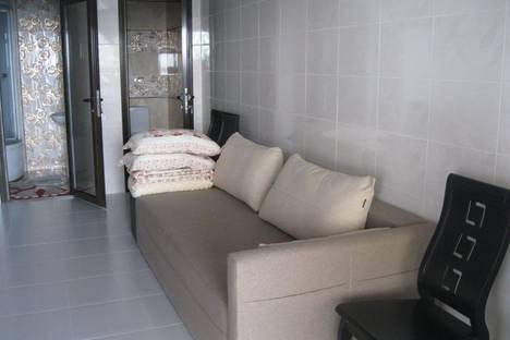 Сдается 2-комнатная квартира посуточно в Ильичёвске, Набережная.