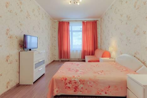 Сдается 2-комнатная квартира посуточно в Санкт-Петербурге, Проспект Народного Ополчения  д 10.