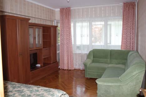 Сдается 2-комнатная квартира посуточно в Сочи, ул.Кубанская 12.