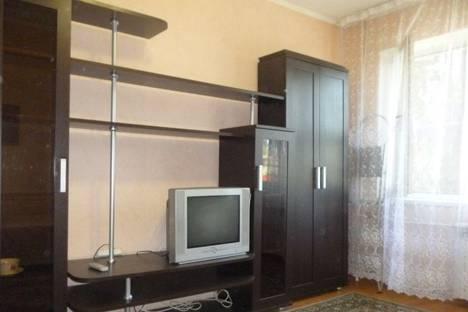 Сдается 2-комнатная квартира посуточно в Адлере, Сочи, Адлерский район, улица Свердлова, 92.