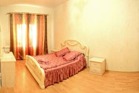 Сдается 3-комнатная квартира посуточно, ул. Маяковского 6.