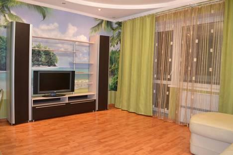 Сдается 3-комнатная квартира посуточнов Челябинске, ул. Братьев Кашириных, 12.