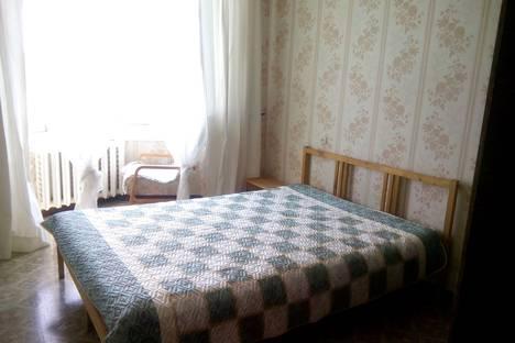 Сдается 2-комнатная квартира посуточно, ул. Октябрьской Революции,  51.