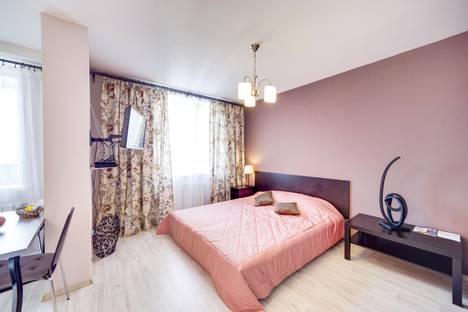 Сдается 1-комнатная квартира посуточно в Екатеринбурге, ул. Библиотечная, 45.