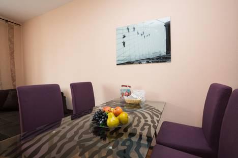 Сдается 3-комнатная квартира посуточнов Екатеринбурге, ул. Библиотечная, 45.